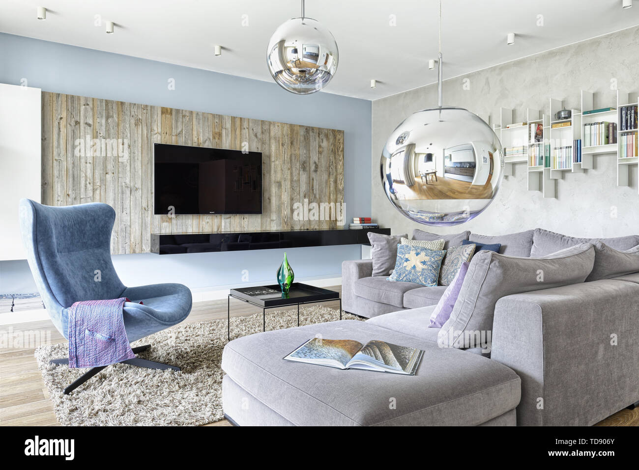 Stupendous Modern Eclectic Living Room With Comfortable Grey Sectional Inzonedesignstudio Interior Chair Design Inzonedesignstudiocom