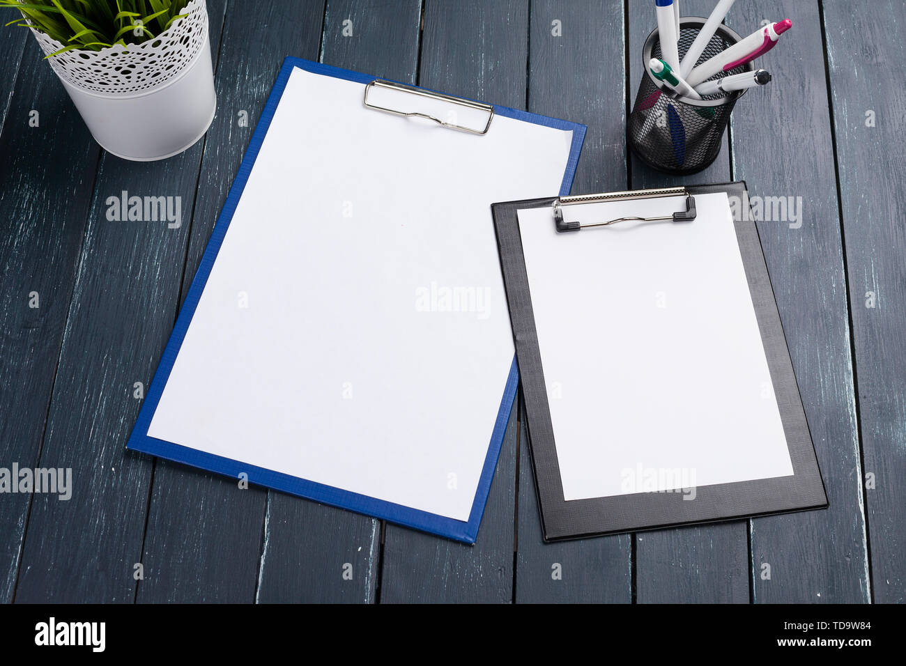 clipboard on wood background - Stock Image