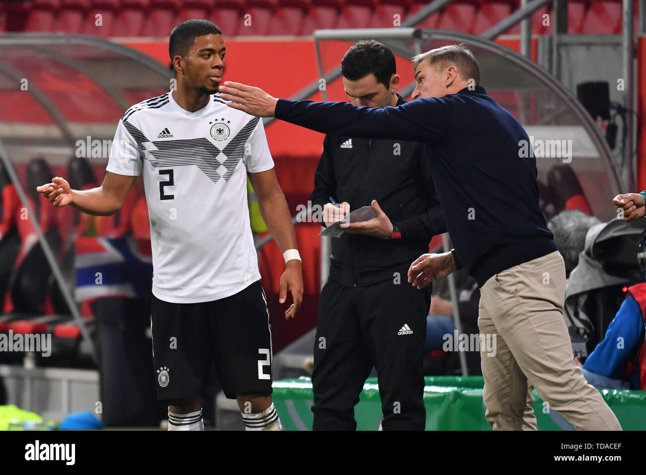 Preview UEFA Under21 European Championship in Italy/SanMarino from 16.-30.06.2019. Archive picture: Stefan KUNTZ, coach (GER) with Benjamin HENRICHS (GER), gesture, gives instructions. Soccer U-21 Laenderspiel.EM Qualification, Germany (GER) - Norway (NOR) 2-1, on 12.10.2018 in Ingolstadt/AUDI SPORTPARK. DFB REGULATIONS PROHIBIT ANY USE OF PHOTOGRAPH AS IMAGE SEQUENCES AND/OR QUASI VIDEO. | Usage worldwide Stock Photo