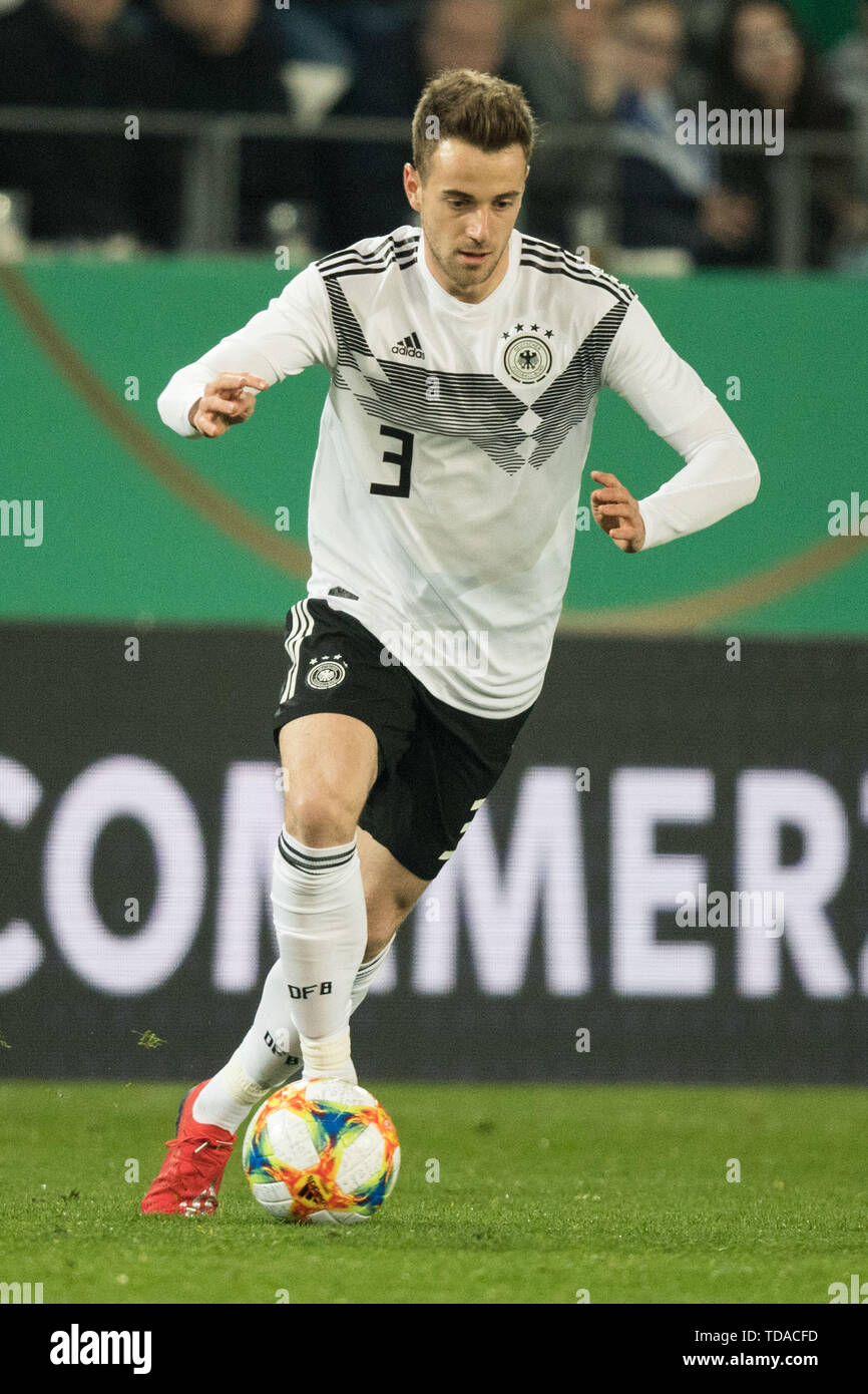 Preview UEFA Under21 European Championship in Italy/SanMarino from 16.-30.06.2019. Archive photo: Lukas KLUENTER (KlÌnter, GER) with Ball, Einzelaktion with Ball, Action, Full figure, Portrait, Football Laenderpiel, U21, Friendly match, Germany (GER ) - France (FRA) 2: 2, on 21/03/2019 in Essen/Germany. å | usage worldwide - Stock Image