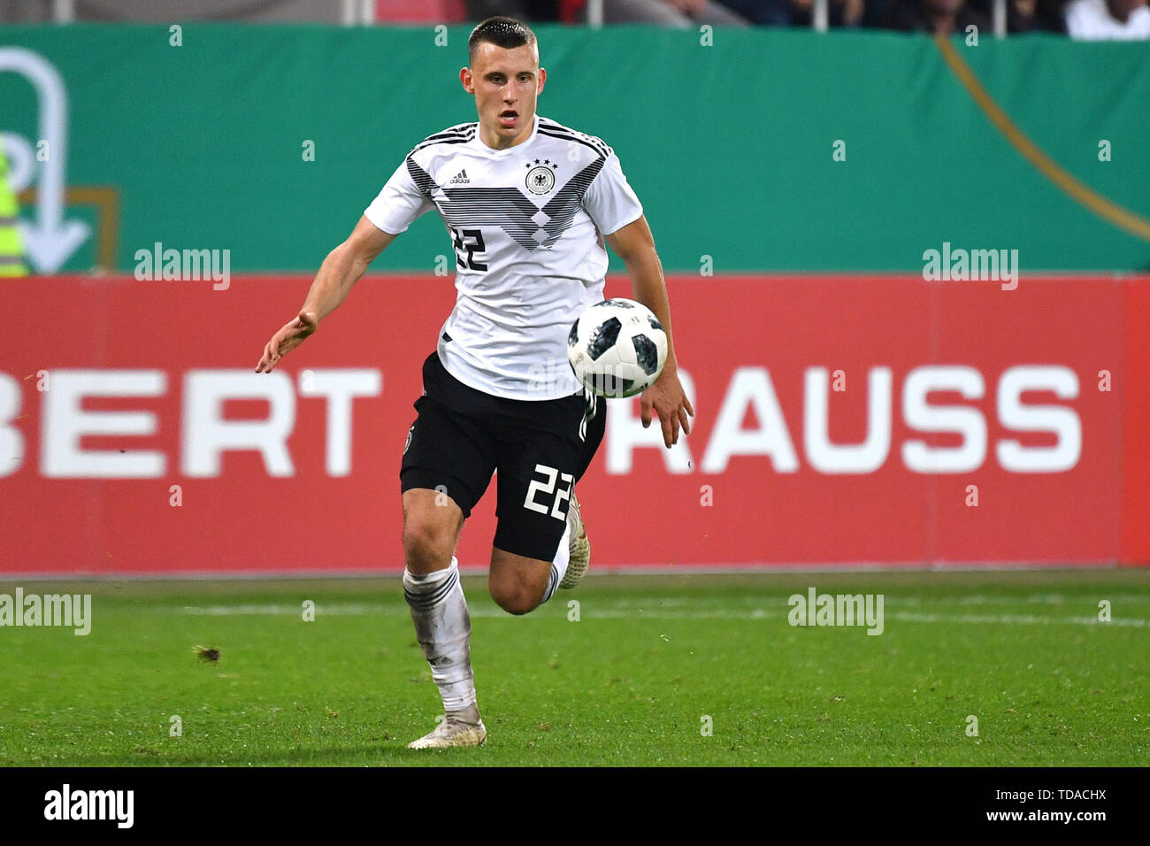 Preview UEFA Under21 European Championship in Italy / SanMarino from 16.-30.06.2019. Archive photo: Maximilian EGGESTEIN (GER), action, individual action, single image, cut out, full body shot, full figure. Soccer U-21 Laenderspiel.EM Qualification, Germany (GER) - Norway (NOR) 2-1, on 12.10.2018 in Ingolstadt / AUDI SPORTPARK. DFB REGULATIONS PROHIBIT ANY USE OF PHOTOGRAPH AS IMAGE SEQUENCES AND / OR QUASI VIDEO. | Usage worldwide Stock Photo