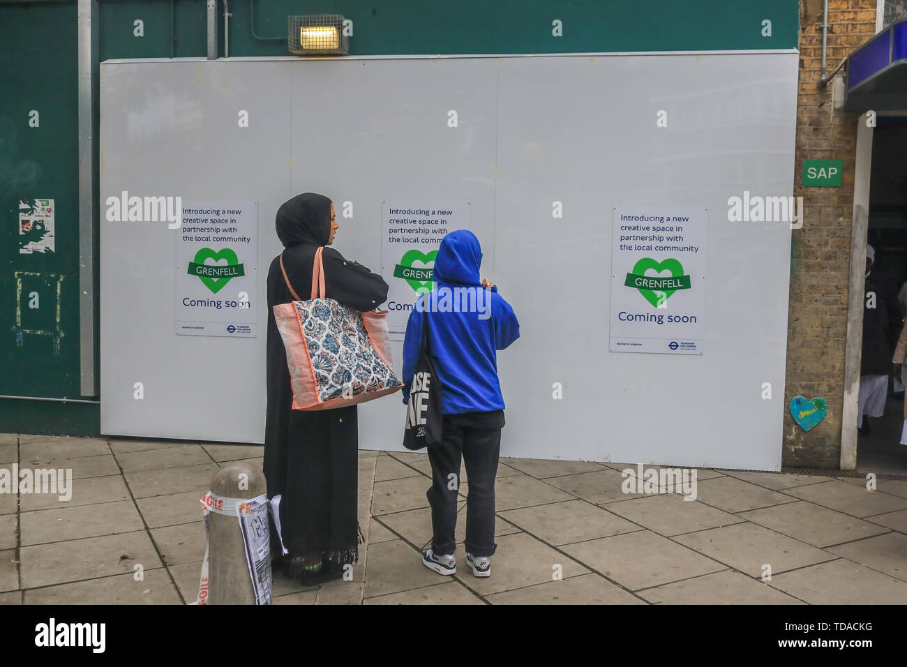 London, UK. 13th June, 2019. Commemorations on the second anniversary of the devastating inferno fire which in the residential tower block in West London on 14 June 2017 Credit: amer ghazzal/Alamy Live News - Stock Image