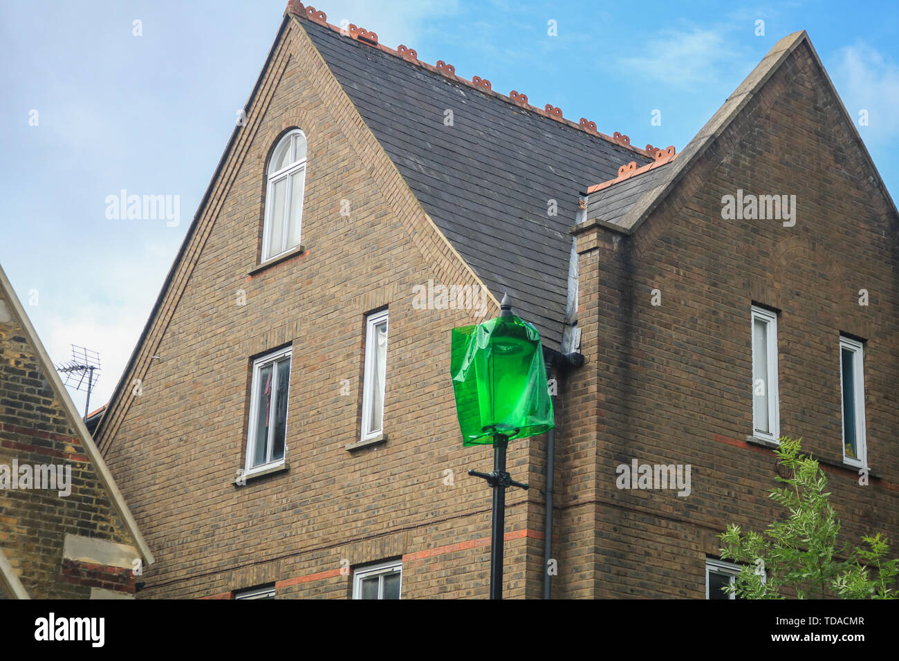 London, UK. 13th June, 2019. Street lamp covered in green to commemorate the second anniversary of the devastating inferno fire which in the residential tower block in West London on 14 June 2017 Credit: amer ghazzal/Alamy Live News - Stock Image