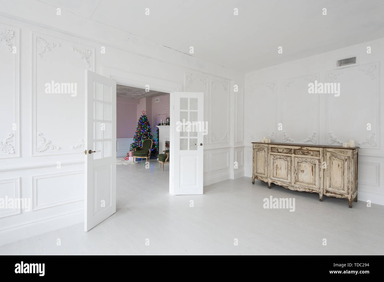 Luxurious Bright Interior With Stucco Walls, Vintage Chest Of Drawers And  Christmas Tree.