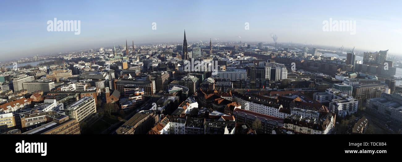 Blick vom Kirchturm der St. Michaelis Kirche über Hamburg, Deutschland - Stock Image