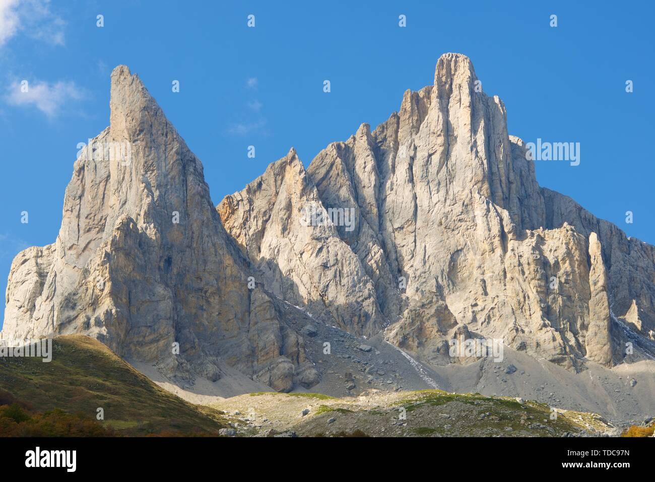 Peaks in Lescun Cirque. On the left Petite Aiguille Ansabere and to the right Grand Aiguille Ansabere. Aspe Valley, Pyrenees, France. - Stock Image
