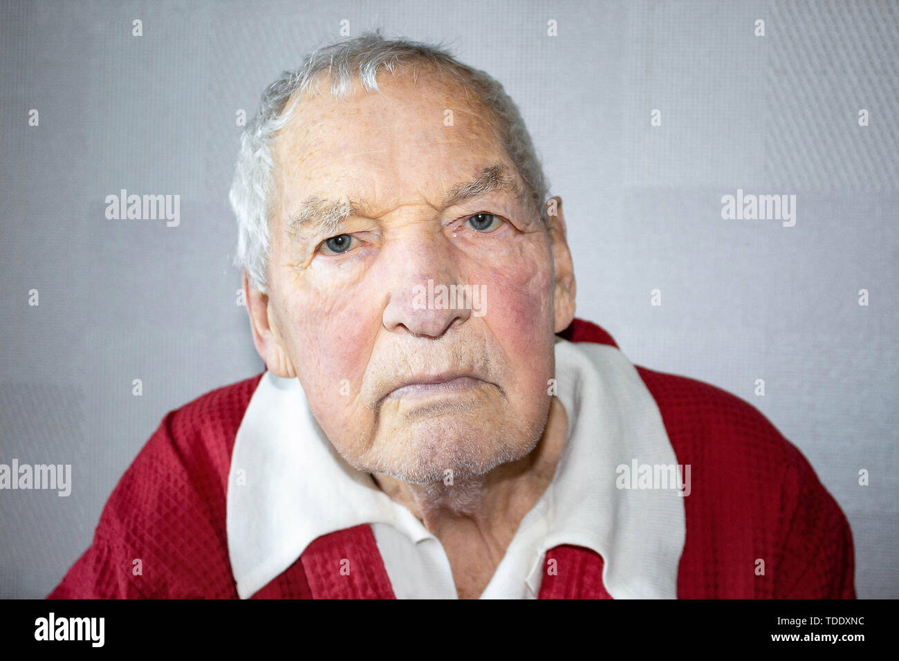 Portrait of an elderly man with face closed by hands - Stock Image