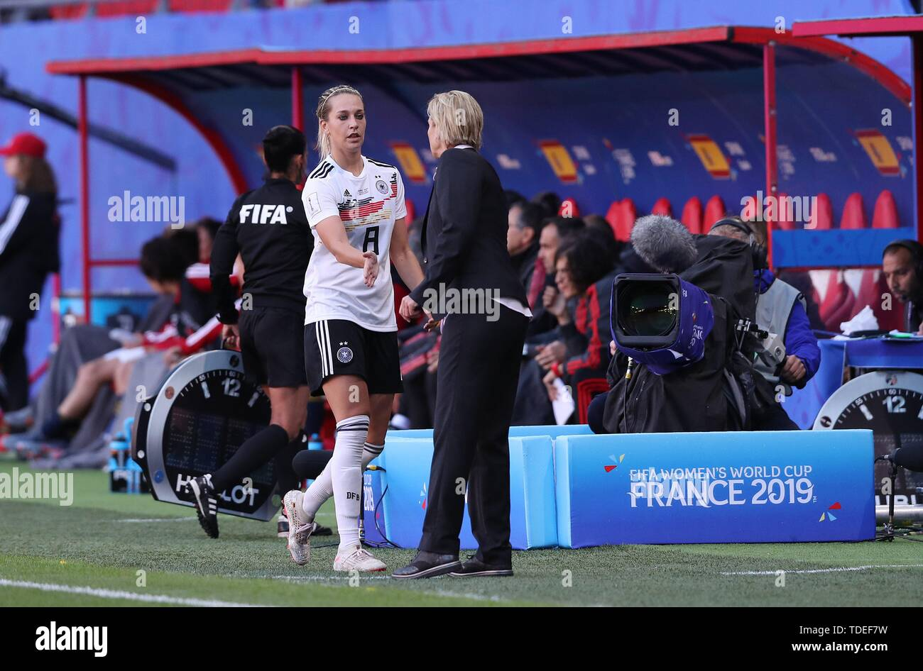 Valenciennes, Frankreich. 12th June, 2019. firo: 12.06.2019, Football, Women, Women, 2018/2019, FIFA Women's World Cup, Women's World Cup, National Team, Germany, GER - Spain, ESP 1: 0 Lena GOEssLING, GER Substitutions by Federal Coach VOSS-TECKLENBURG   usage worldwide Credit: dpa/Alamy Live News - Stock Image