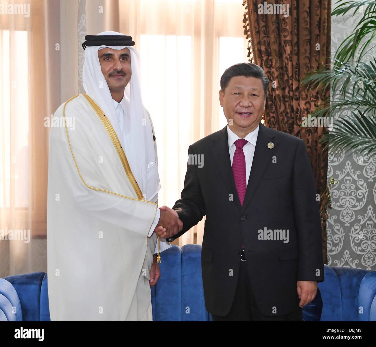 (190615) -- DUSHANBE, June 15, 2019 (Xinhua) -- Chinese President Xi Jinping (R) meets with Qatari Emir Sheikh Tamim Bin Hamad Al-Thani in Dushanbe, Tajikistan, June 15, 2019. (Xinhua/Zhang Ling) - Stock Image
