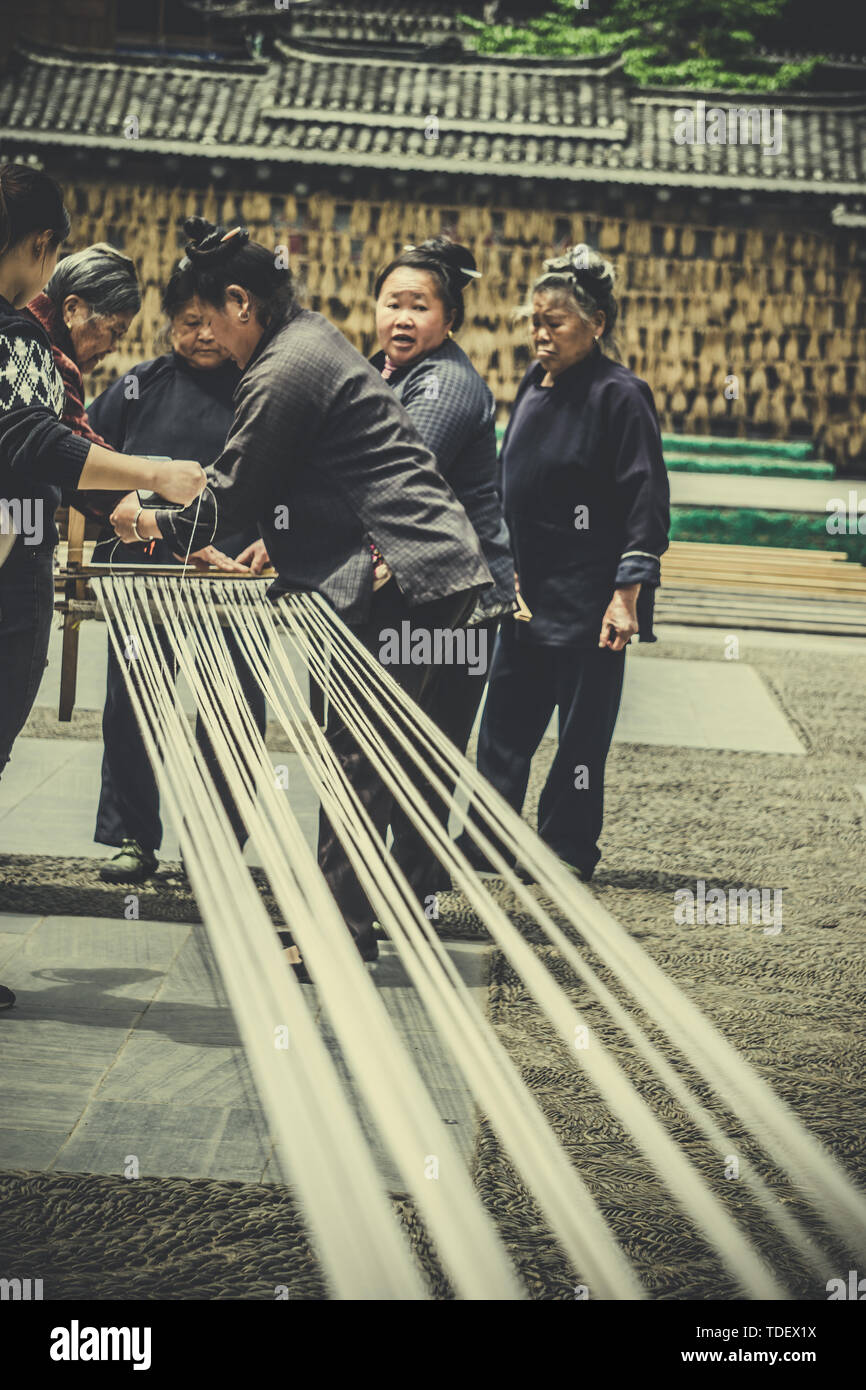 Dong women in Zhaoxing, Guizhou, weaving, traditional cultural skills, inheriting cultural heritage Stock Photo