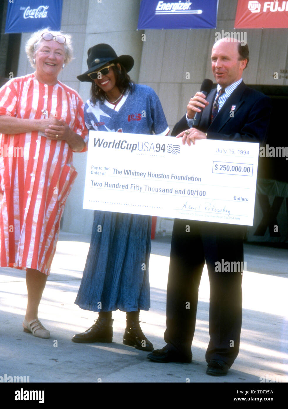 Pasadena, California, USA 15th July 1994 Publicist Lois Smith and Singer Whitney Houston attend Pre-Game World Cup Ceremony Event on July 15, 1994 at the Rose Bowl in Pasadena, California, USA. Photo by Barry King/Alamy Stock Photo - Stock Image