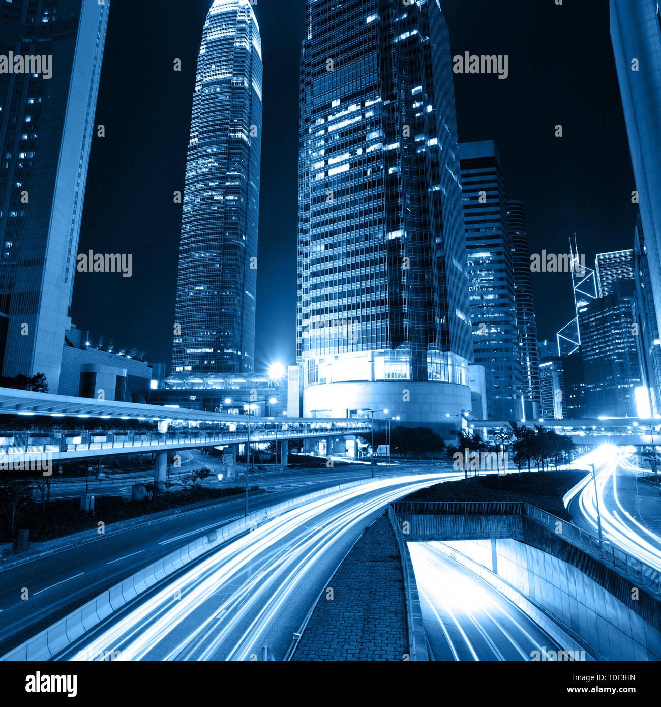 traffic through modern city - Stock Image