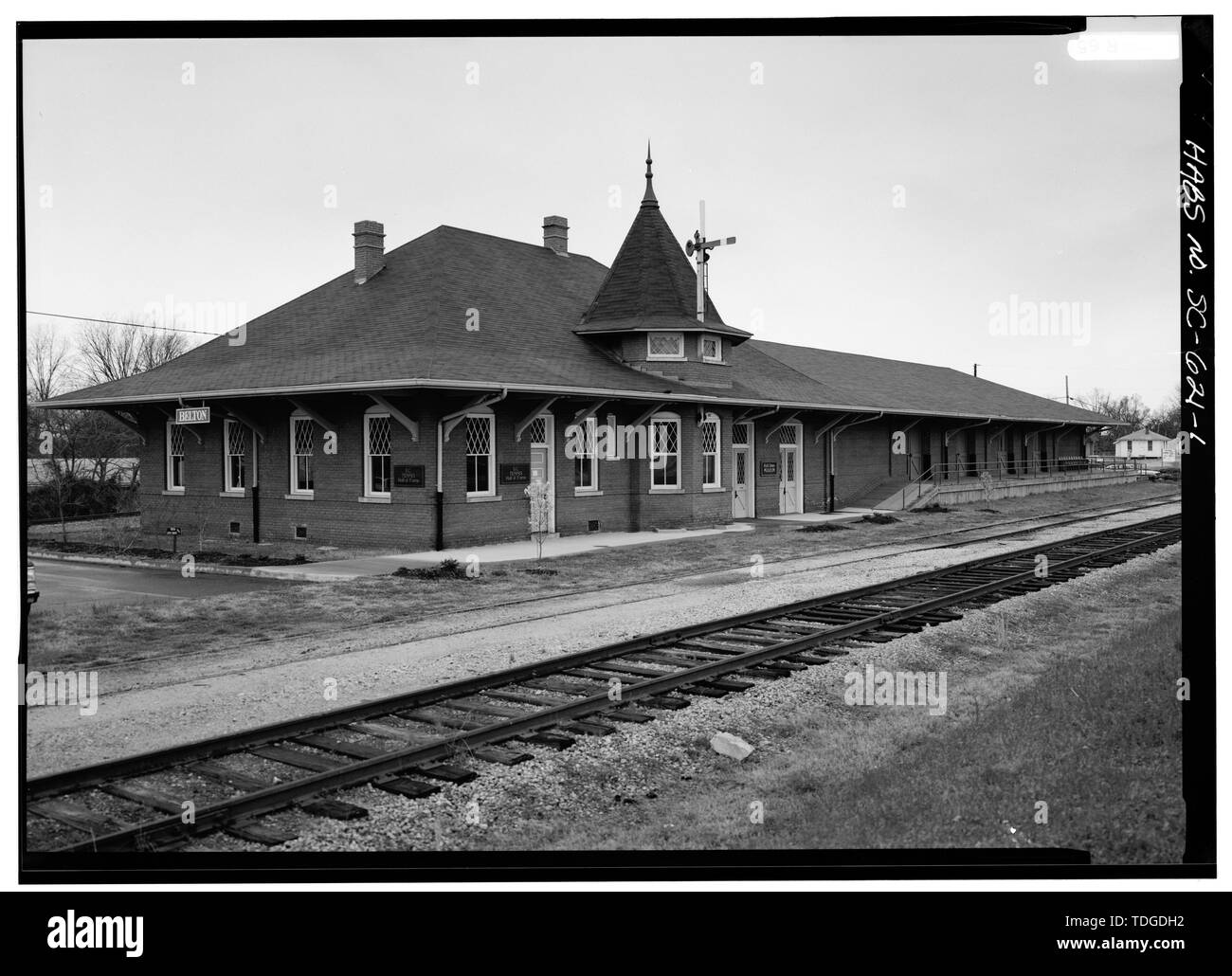 NORTHEAST (FRONT), LOOKING WEST - Southern Railway Combined Depot, West side of Belton Public Square, Belton, Anderson County, SC; Cary, Brian, transmitter - Stock Image