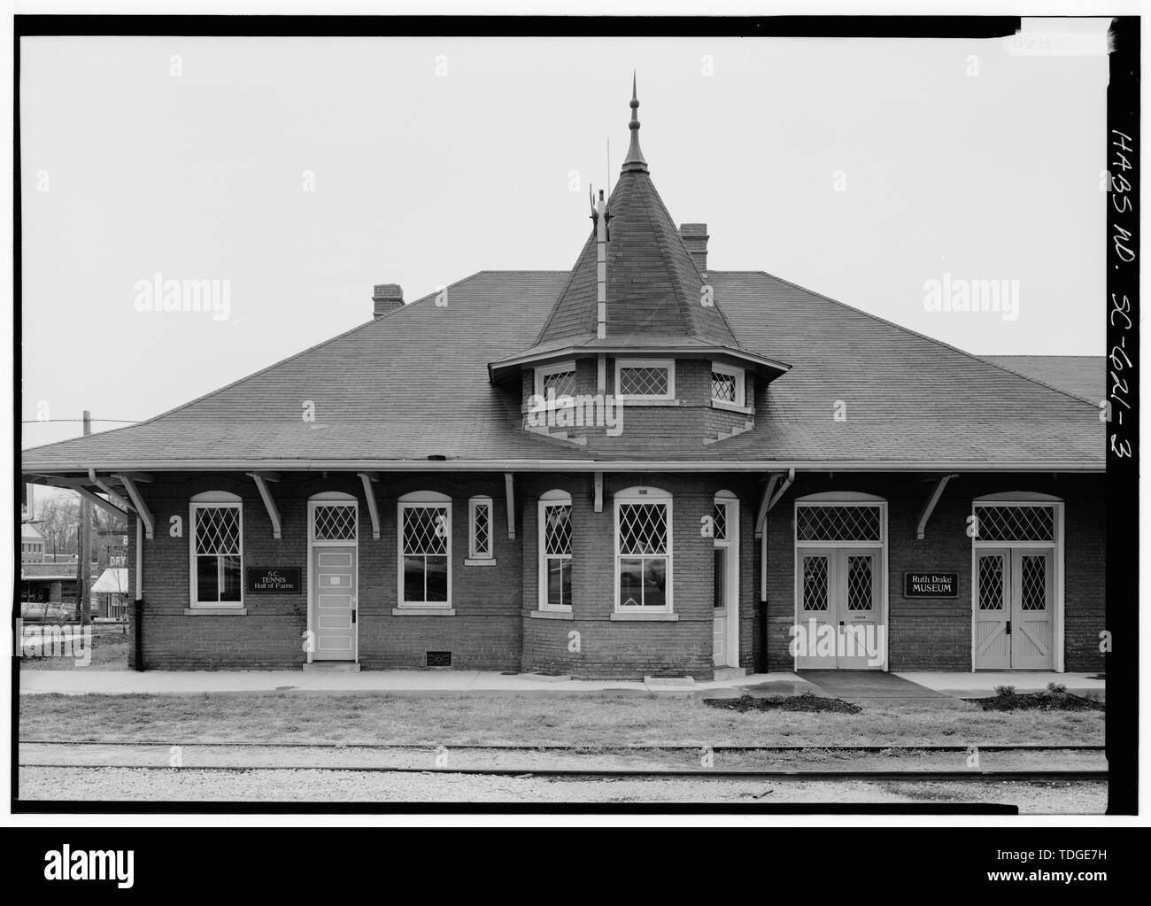 NORTHEAST ELEVATION, EAST END - Southern Railway Combined Depot, West side of Belton Public Square, Belton, Anderson County, SC; Cary, Brian, transmitter - Stock Image