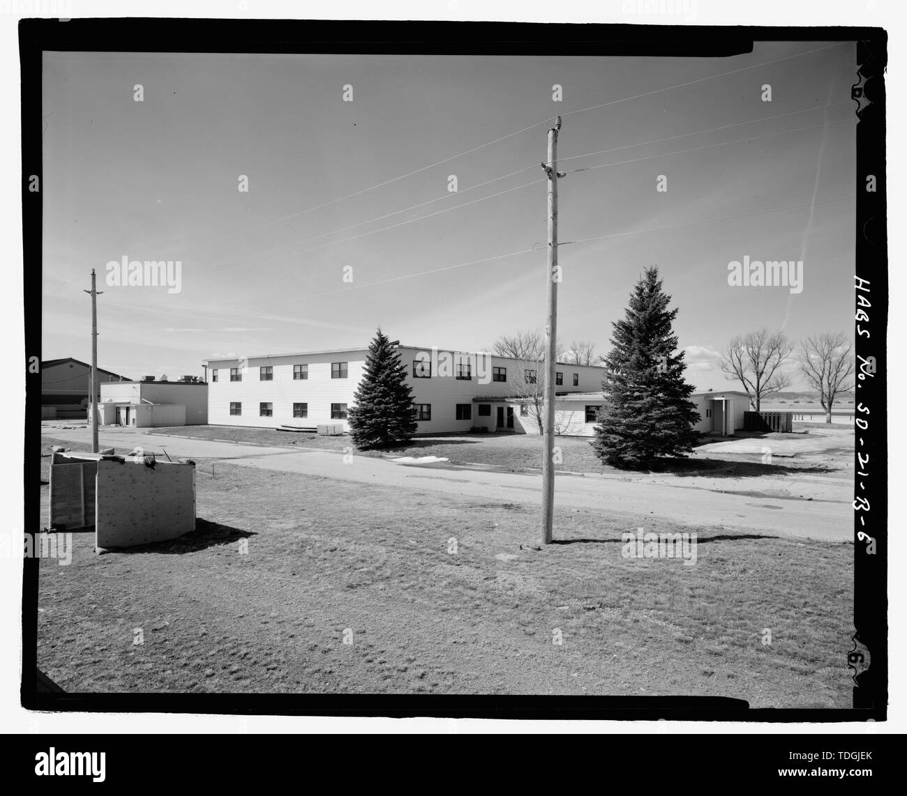 Northeast corner, view to southwest. - Ellsworth Air Force Base, Readiness Building, 810 Kenny Road, Blackhawk, Meade County, SD; Wilson and Company; U.S. Army Corps of Engineers; Jackson, Christiana, transmitter; Barbalace, Donald S, photographer; Anderson, Kenneth L, historian - Stock Image