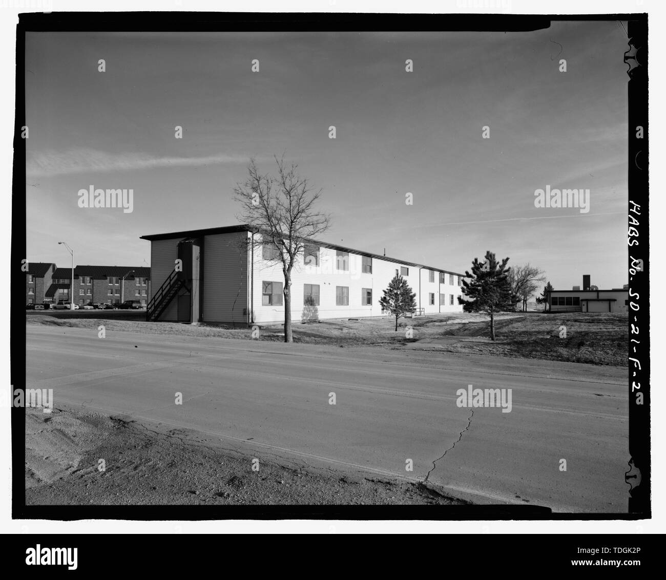 Northwest corner, view to southeast. - Ellsworth Air Force Base, Airmen's Dormitory, 1339 Ellsworth Street, Blackhawk, Meade County, SD; Black and Veatch; Jackson, Christiana, transmitter; Barbalace, Donald S, photographer; Anderson, Kenneth L, historian - Stock Image