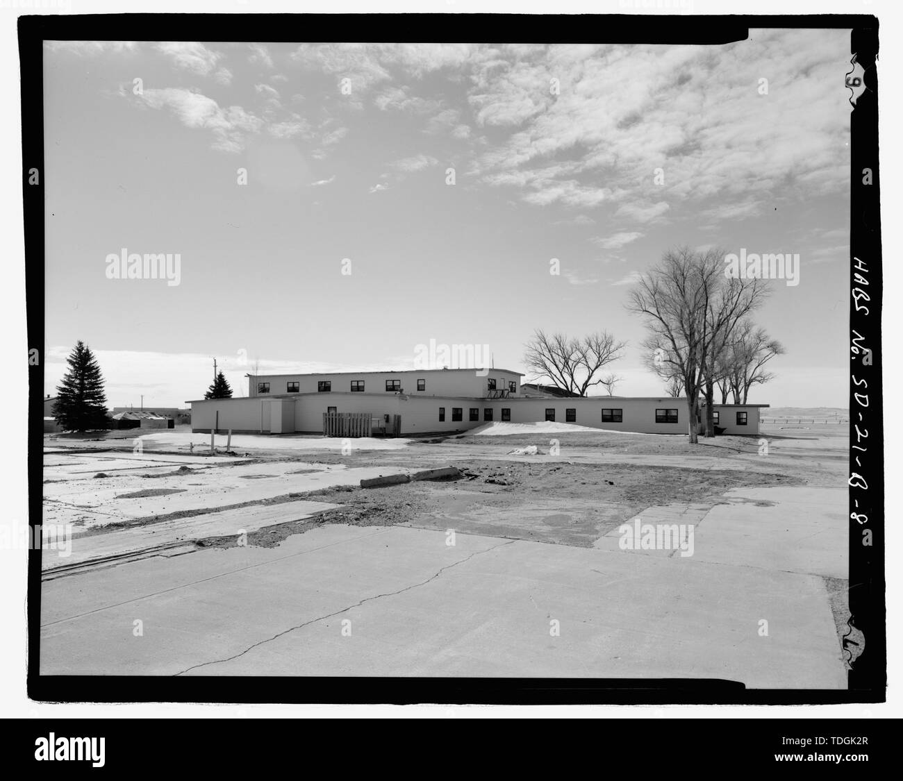 Northwest corner, view to southeast. - Ellsworth Air Force Base, Readiness Building, 810 Kenny Road, Blackhawk, Meade County, SD; Wilson and Company; U.S. Army Corps of Engineers; Jackson, Christiana, transmitter; Barbalace, Donald S, photographer; Anderson, Kenneth L, historian - Stock Image