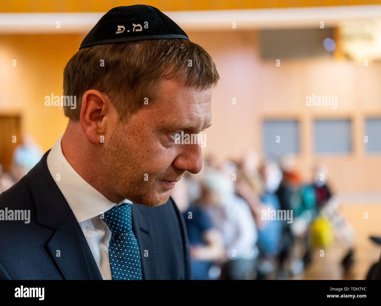 Dresden, Germany. 16th June, 2019. Michael Kretschmer (CDU), Prime Minister of Saxony, wears a kippa at the ceremonial inauguration of the new Tora role for Dresden in the city hall. Credit: Robert Michael/dpa-Zentralbild/dpa/Alamy Live News - Stock Image