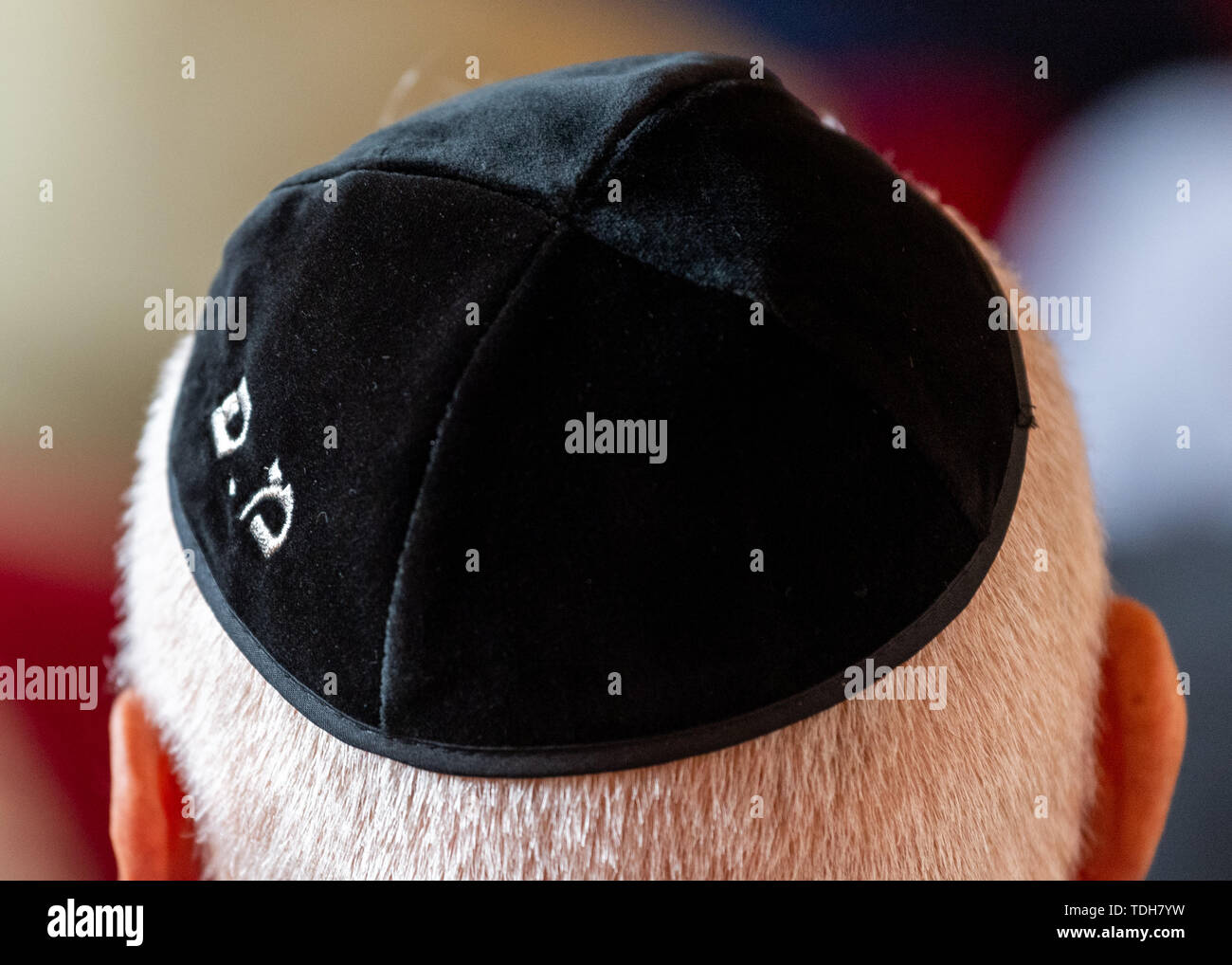 Dresden, Germany. 16th June, 2019. A participant of the ceremonial inauguration of the new Tora roll for Dresden in the city hall wears a kippa. Credit: Robert Michael/dpa-Zentralbild/dpa/Alamy Live News - Stock Image