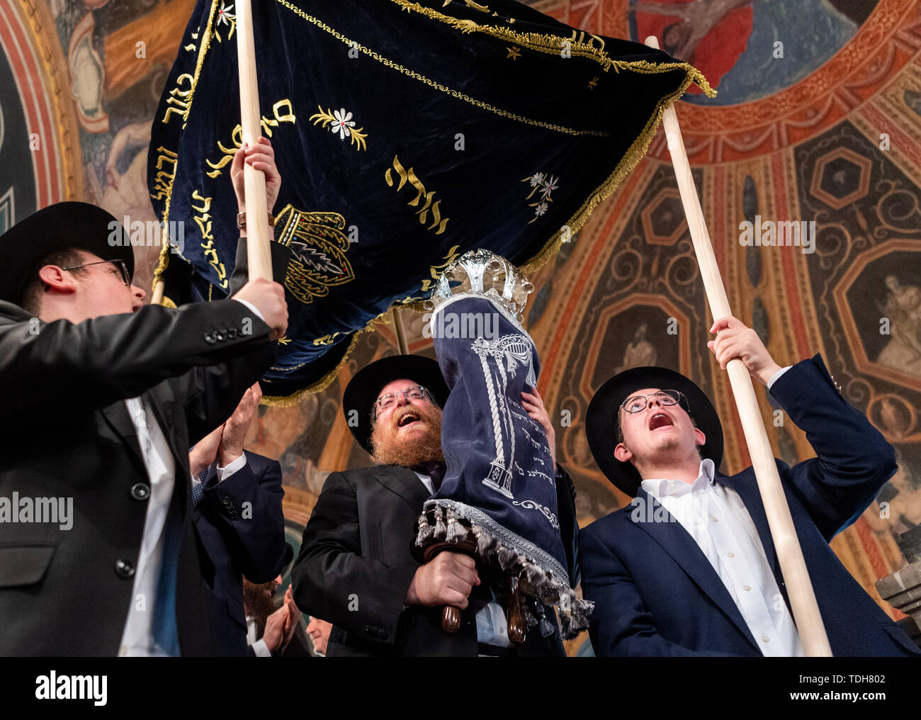 Dresden, Germany. 16th June, 2019. Rabbi Shneor Havlin (M) and members of the Jewish community wear the new Tora role for Dresden from the town hall after the ceremonial inauguration. Credit: Robert Michael/dpa-Zentralbild/dpa/Alamy Live News - Stock Image