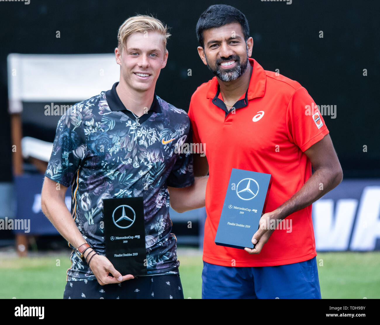 Stuttgart, Germany. 16th June, 2019. Tennis: ATP-Tour - Stuttgart, doubles, men, final: Peers (Australia) and Soares (Brazil) - Bopanna (India) and Shapovalov (Canada). Denis Shapovalov (l) and Rohan Bopanna stand at the award ceremony with the trophy for the runners-up. Credit: Silas Stein/dpa/Alamy Live News - Stock Image