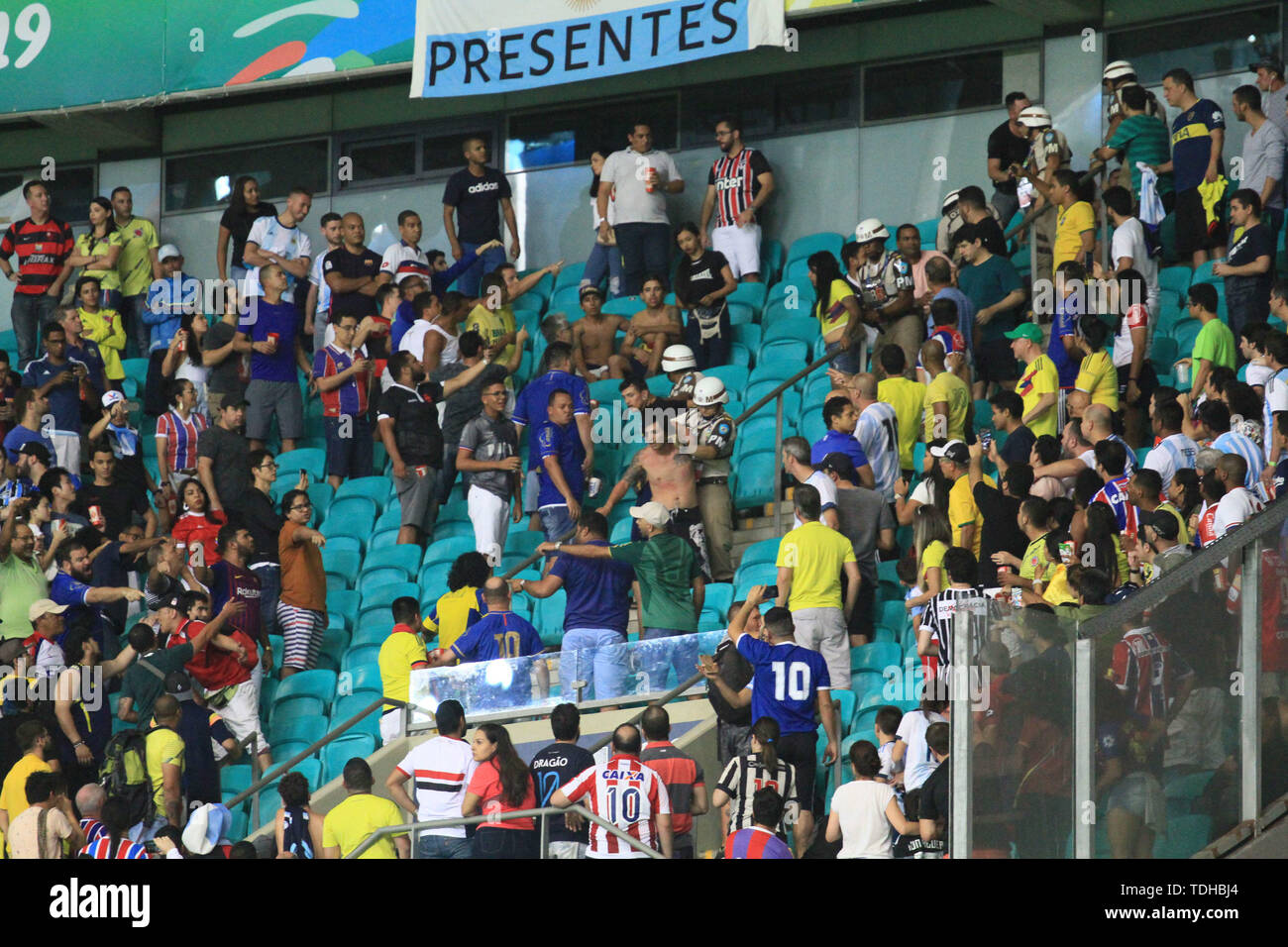 Salvador, Brazil. 15th June, 2019. Confusion in the stands during match between Argentina and Colombia, game 03, valid for the group stage of the Copa America 2019, held this Saturday, 15th, at the Fonte Nova Arena in Salvador, BA. Credit: Mauro Akiin Nassor/FotoArena/Alamy Live News - Stock Image
