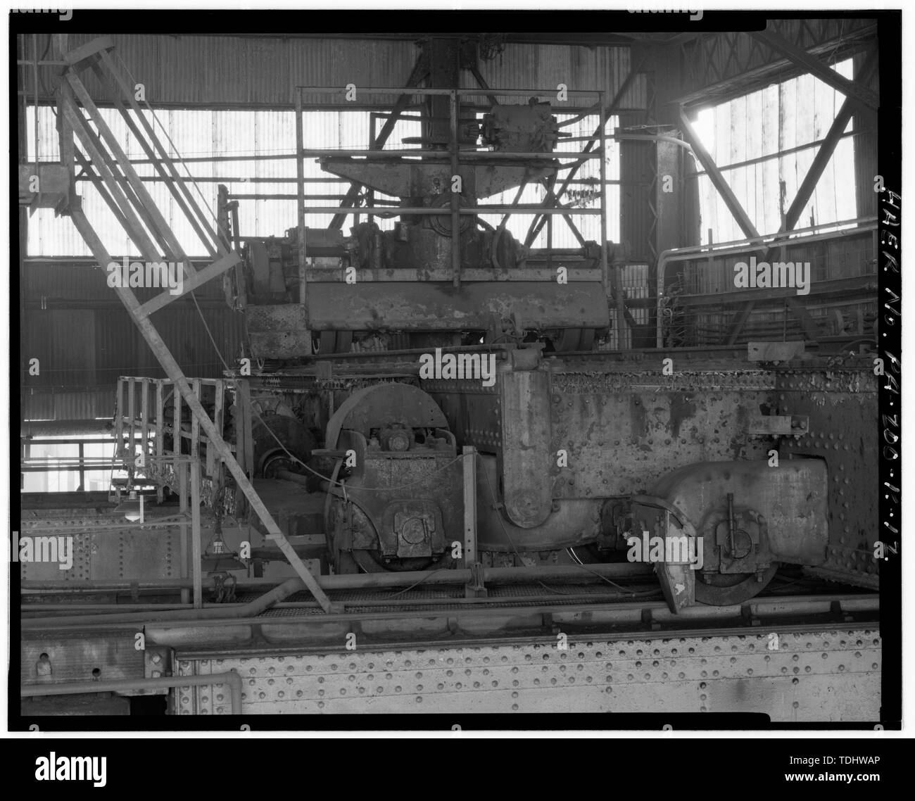 OVERHEAD CRANE WITH HYDRAULIC LIFTING CYLINDER LOCATED EAST OF No. 1 PRESS. - U.S. Steel Homestead Works, Press Shop No. 1, Along Monongahela River, Homestead, Allegheny County, PA; U.S. Steel Corporation; Bethlehem Steel Company; United Engineering; Carnegie, Phipps and Company; Davy Brothers; Joseph Whitworth and Company; Fritz, John; Davenport, Russell; Mesta Machine Company; Stupich, Martin, photographer - Stock Image
