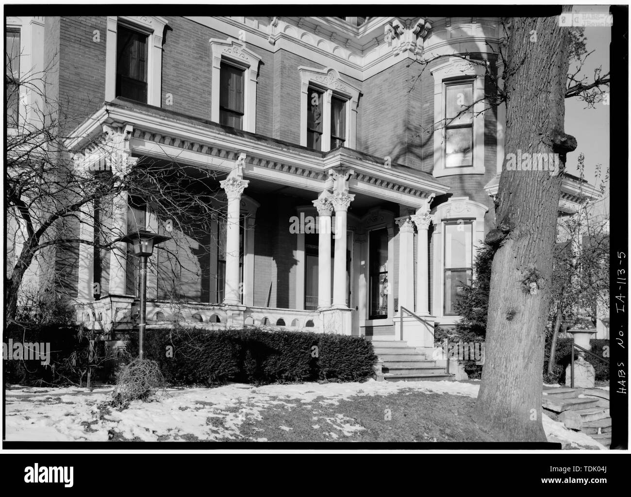 OBLIQUE VIEW FROM SOUTHEAST OF EAST FRONT PORCH - J. Monroe Parker House, Main and Twelfth Streets, Davenport, Scott County, IA - Stock Image