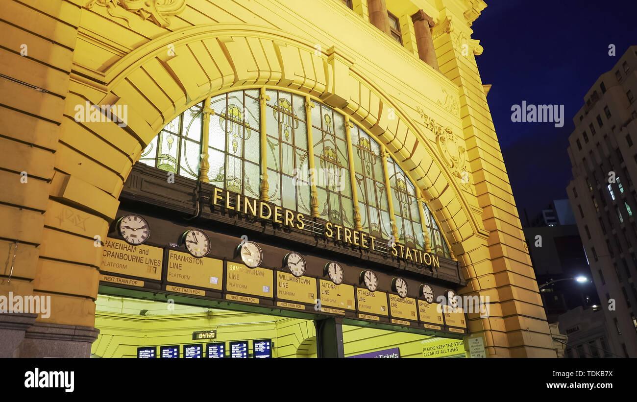 MELBOURNE, AUSTRALIA-NOVEMBER, 12, 2016: close up of the entrance to flinders street station in melbourne at night - Stock Image
