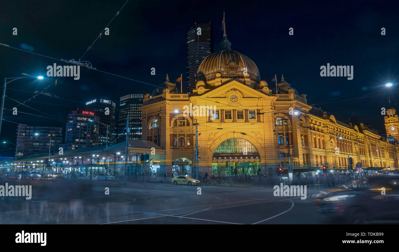 MELBOURNE, AUSTRALIA-NOVEMBER, 12, 2016: long exposure shot of flinders street station at night in the australian state of victoria - Stock Image