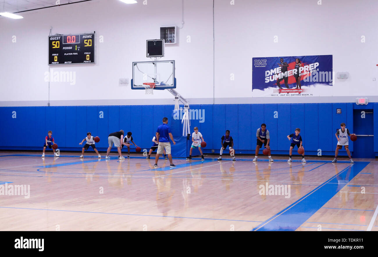 (190617) -- DAYTONA BEACH (U.S.), June 17, 2019 (Xinhua) -- Kids take part in a basketball training program at DME Sports Academy (DMESA), in Daytona Beach of Florida, the United States, June 6, 2019. Sports skill training and culture exchange opportunities offered by DME Sports Academy for talented students and young individuals from around the world have advanced people-to-people connection between China and the United States. Established three years ago, DMESA offers top-level athletic development training and life skills mentoring to both U.S. domestic and overseas young talent. Some 60 to - Stock Image