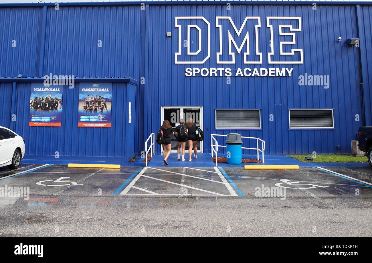 (190617) -- DAYTONA BEACH (U.S.), June 17, 2019 (Xinhua) -- Students walk towards the entrance of DME Sports Academy (DMESA), in Daytona Beach of Florida, the United States, June 6, 2019. Sports skill training and culture exchange opportunities offered by DME Sports Academy for talented students and young individuals from around the world have advanced people-to-people connection between China and the United States. Established three years ago, DMESA offers top-level athletic development training and life skills mentoring to both U.S. domestic and overseas young talent. Some 60 to 75 kids are - Stock Image