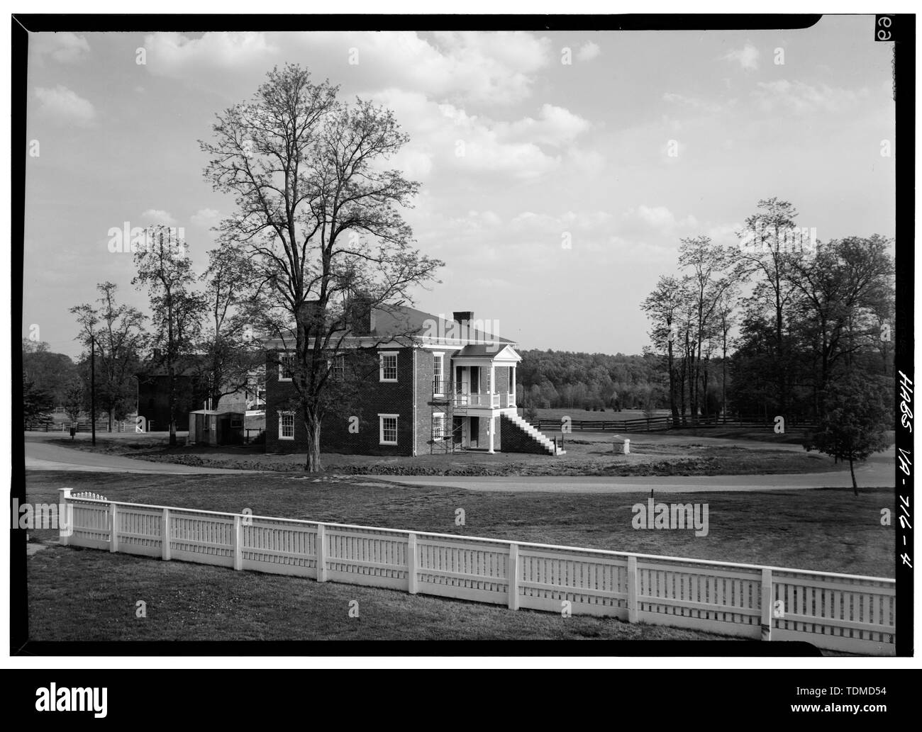 PERSPECTIVE VIEW OF WEST (FRONT) AND SOUTH SIDE - Appomattox Courthouse, Appomattox, Appomattox County, VA; Lee, Robert E; Grant, Ulysses S; Boucher, Jack E, photographer; Null, Druscilla J, historian - Stock Image