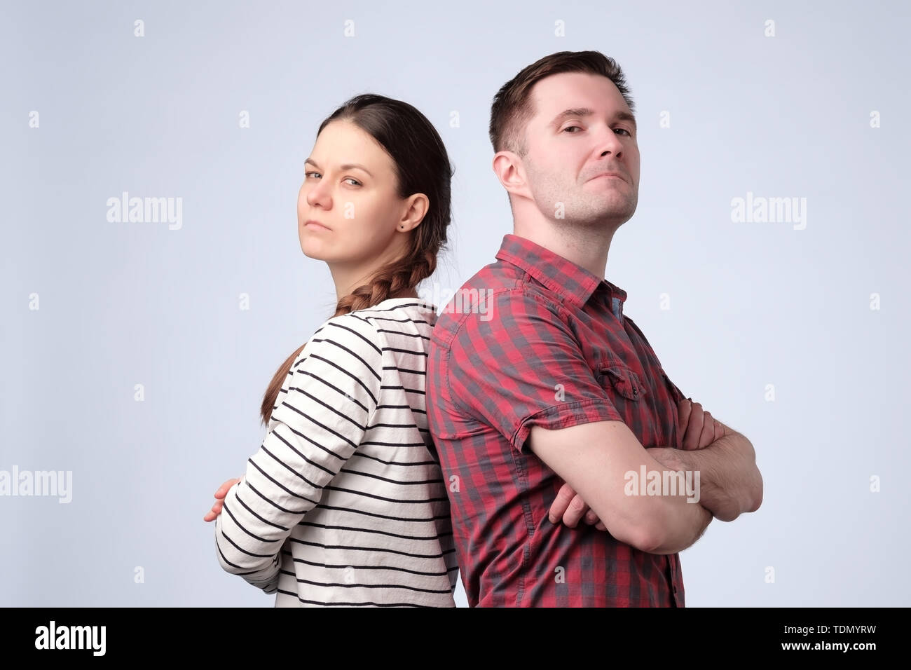 Young european couple standing against white gray background - Stock Image