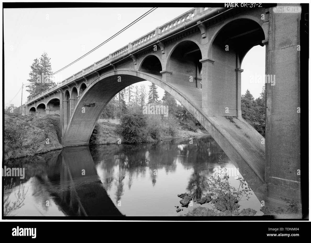 Perspective view from northwest - Gold Hill Bridge, Spans Rogue River at Oregon Route 234, Gold Hill, Jackson County, OR - Stock Image