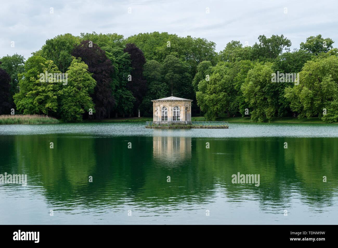 Carp pond at Château de Fontainebleau, Seine-et-Marne, Île-de-France region of France - Stock Image