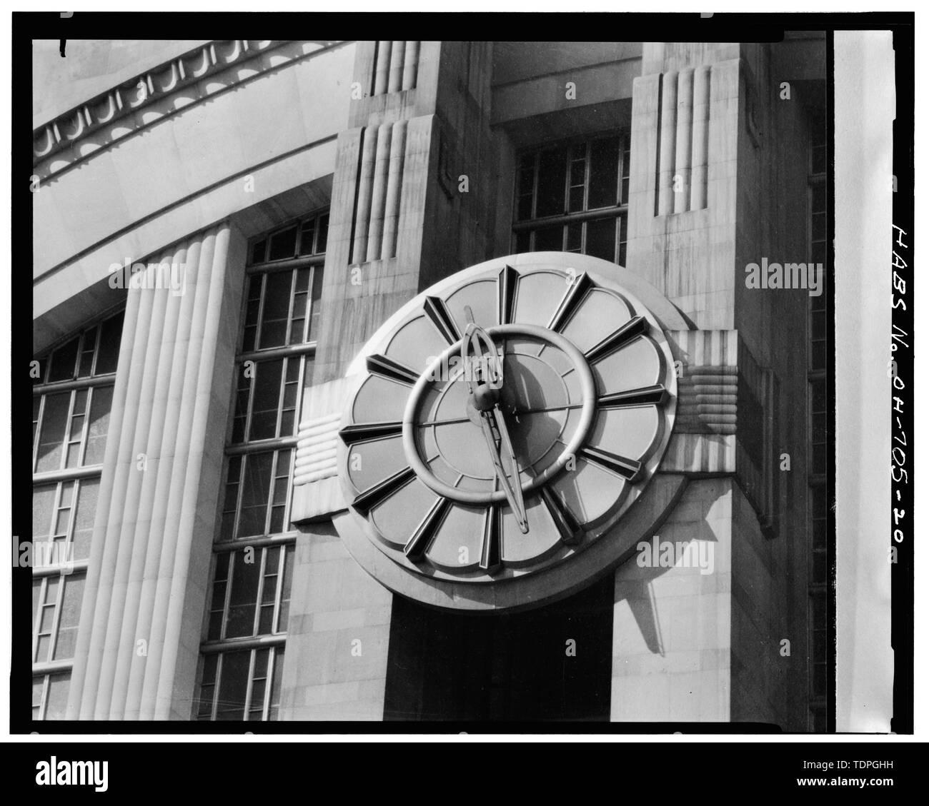 CLOCK ON EAST FRONT - Cincinnati Union Terminal, 1301 Western Avenue, Cincinnati, Hamilton County, OH - Stock Image