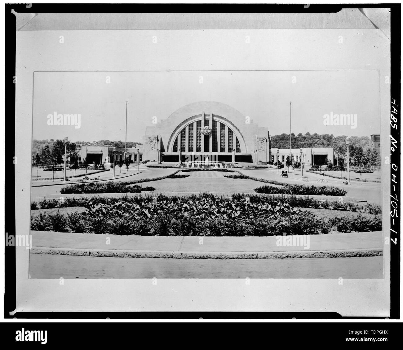 DISTANT VIEW, LOOKING WEST - Cincinnati Union Terminal, 1301 Western Avenue, Cincinnati, Hamilton County, OH - Stock Image