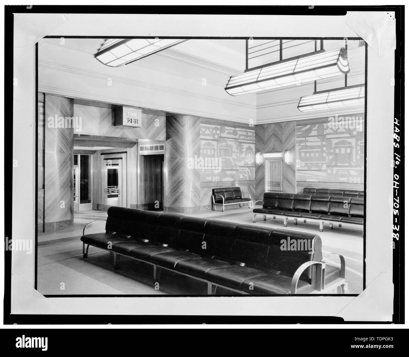 MEN'S LOUNGE, LOOKING SOUTHWEST - Cincinnati Union Terminal, 1301 Western Avenue, Cincinnati, Hamilton County, OH - Stock Image