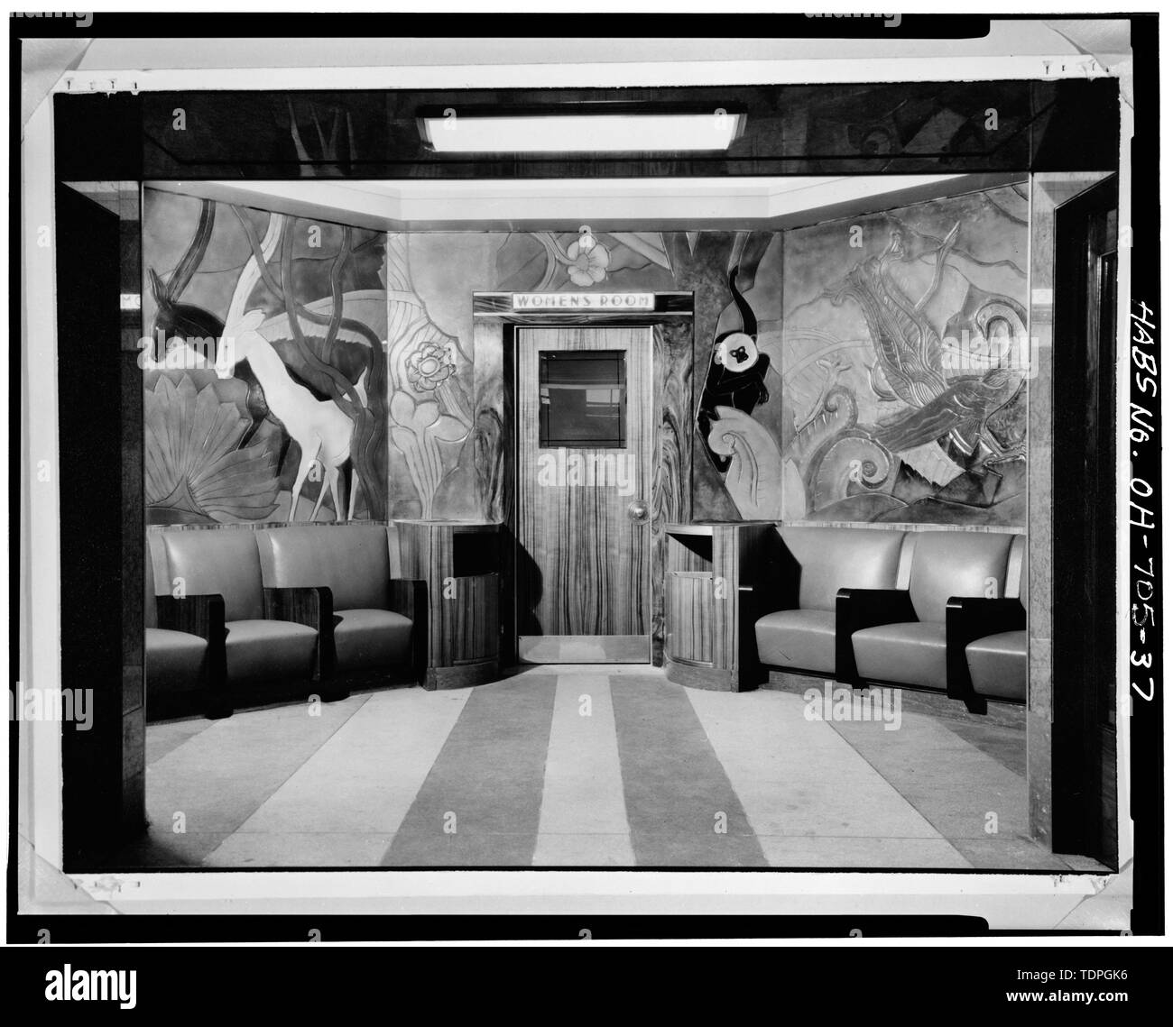 LINOLEUM SCULPTURE, ENTRANCE TO WOMEN'S ROOM OFF RESTAURANT, LOOKING NORTHWEST - Cincinnati Union Terminal, 1301 Western Avenue, Cincinnati, Hamilton County, OH Stock Photo