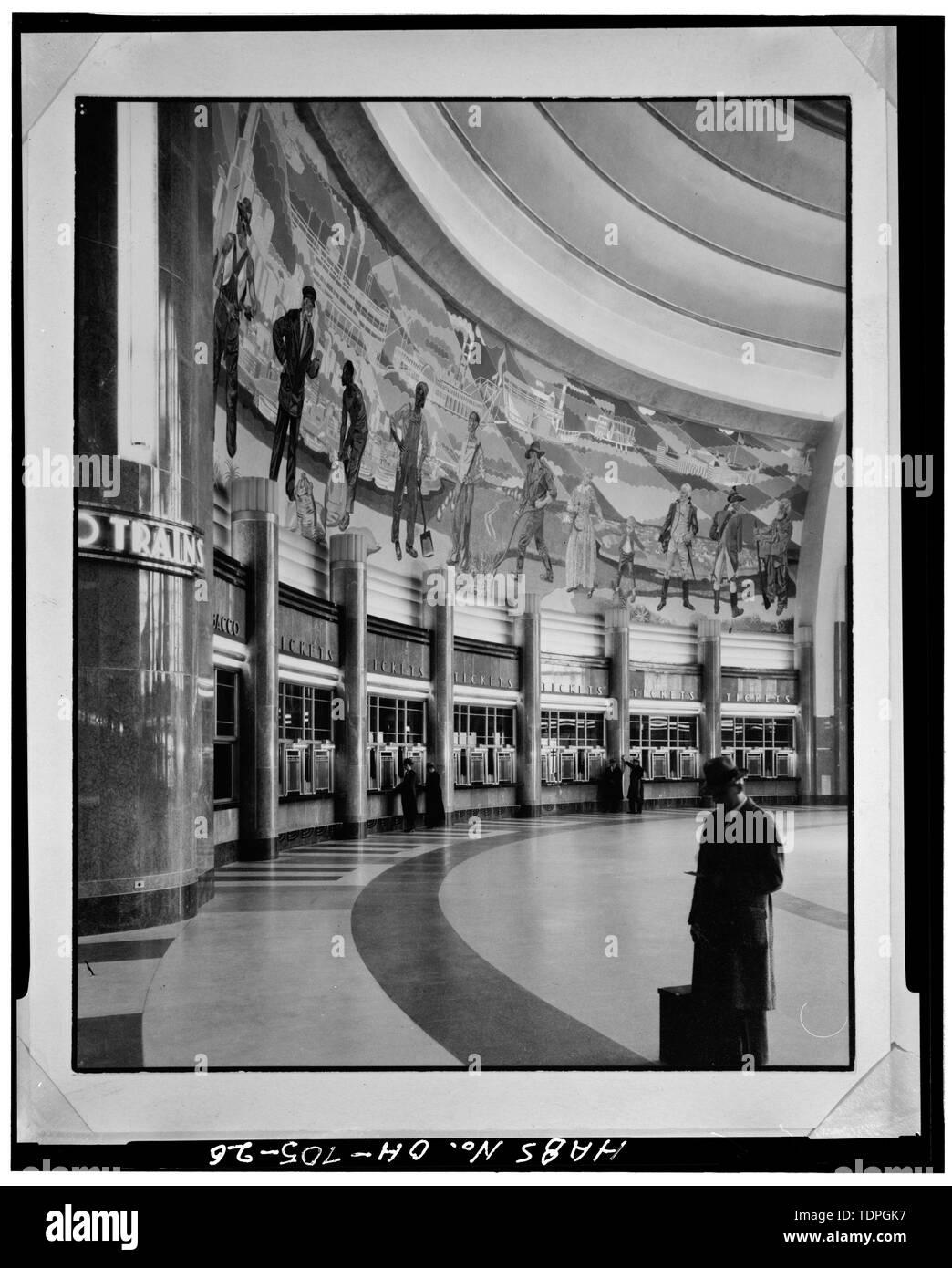 MURAL AND TICKET WICKETS, NORTHWEST QUADRANT OF CONCOURSE, LOOKING NORTH - Cincinnati Union Terminal, 1301 Western Avenue, Cincinnati, Hamilton County, OH - Stock Image
