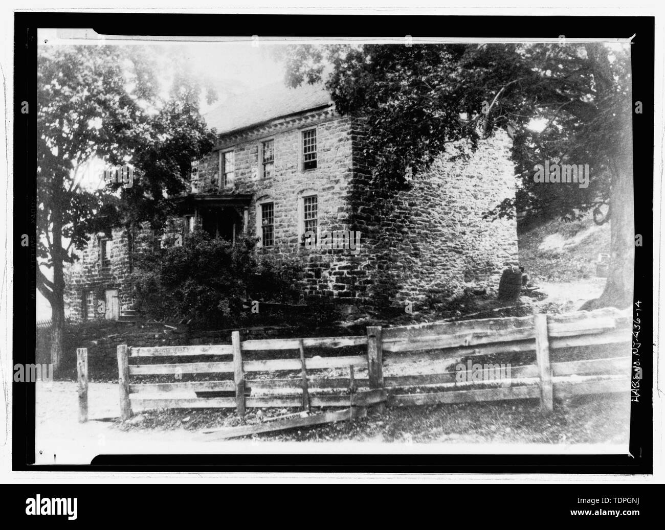 Photographer unknown, ca. 1910 NORTHWEST AND SOUTHWEST ELEVATIONS - Isaac Van Campen House, Old Mine Road, Wallpack Center, Sussex County, NJ - Stock Image