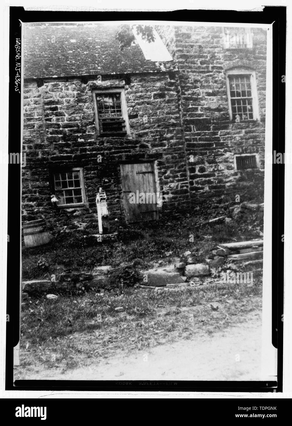 Photographer unknown, ca. 1910 NORTHWEST FACADE, NORTHEAST ADDITION - Isaac Van Campen House, Old Mine Road, Wallpack Center, Sussex County, NJ - Stock Image