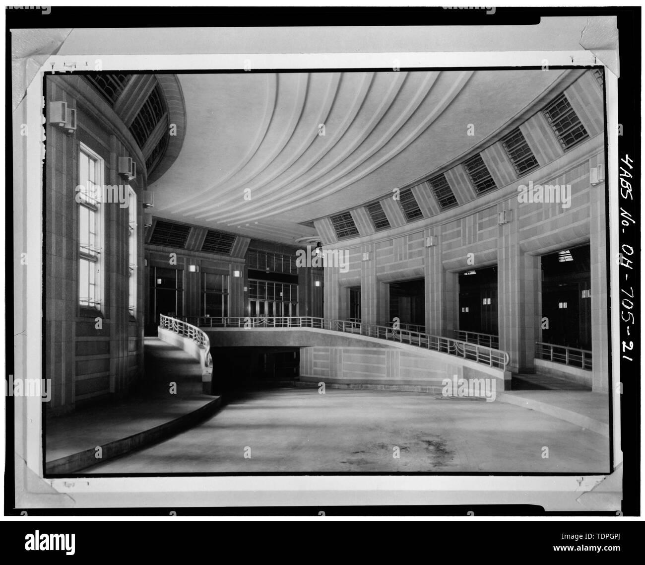 TAXI ENTRANCE (NORTH) RAMP, LOOKING SOUTH - Cincinnati Union Terminal, 1301 Western Avenue, Cincinnati, Hamilton County, OH - Stock Image