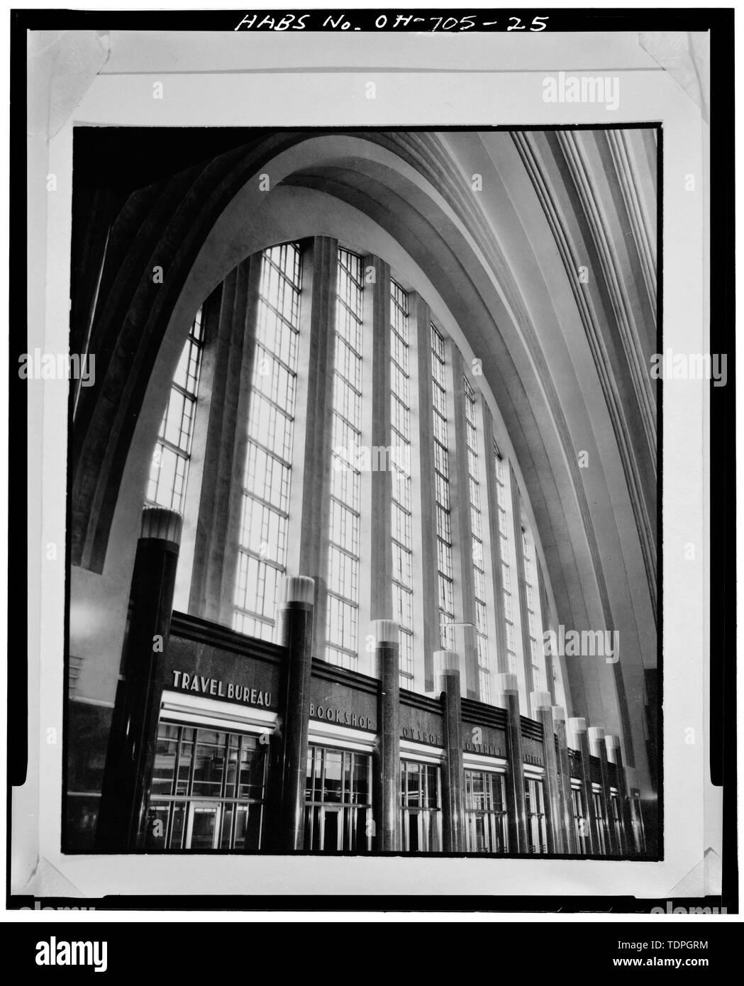 WEST WALL OF CONCOURSE, LOOKING SOUTHEAST - Cincinnati Union Terminal, 1301 Western Avenue, Cincinnati, Hamilton County, OH - Stock Image
