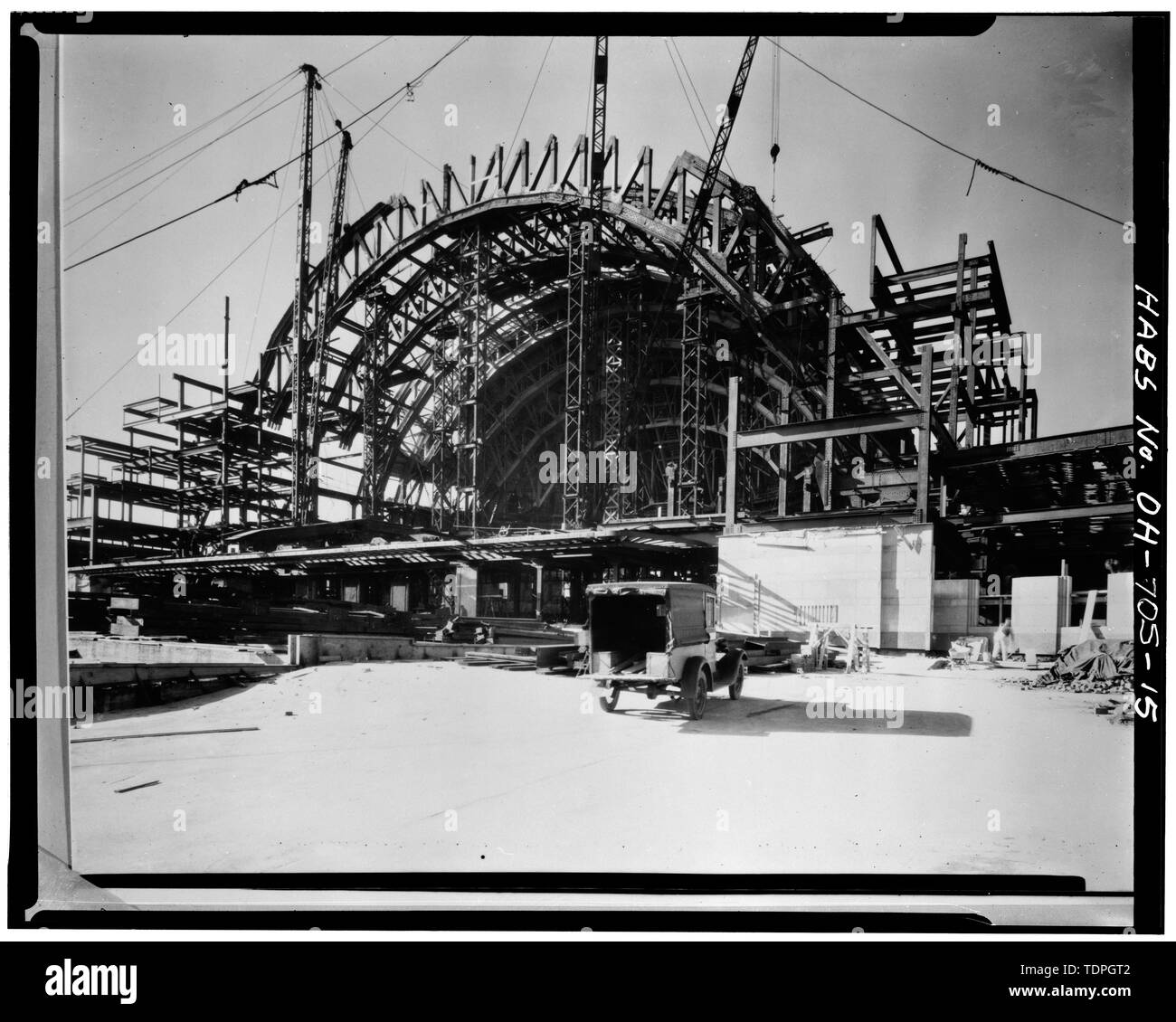 c. 1931, photographer unknown STRUCTURAL FRAMING OF DOME, LOOKING SOUTHWEST DURING CONSTRUCTION - Cincinnati Union Terminal, 1301 Western Avenue, Cincinnati, Hamilton County, OH - Stock Image