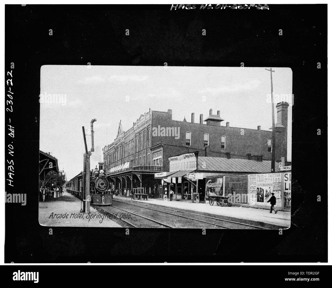 Photograph of postcard (from the Clark County Historical Society, Springfield, Ohio, circa 1920) ARCADE HOTEL, VIEW NORTHWEST, SOUTH AND EAST FACADES. - Arcade Hotel, Fountain Avenue, bounded by High and Washington Streets, Springfield, Clark County, OH - Stock Image