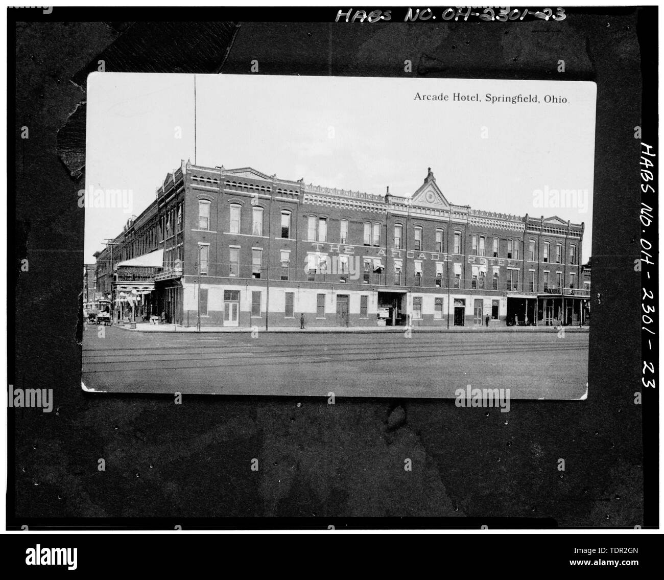 Photograph of postcard (from the Clark County Historical Society, Springfield, Ohio, date 12-10-1923) ARCADE HOTEL, VIEW NORTH, SOUTH FACADE. - Arcade Hotel, Fountain Avenue, bounded by High and Washington Streets, Springfield, Clark County, OH Stock Photo
