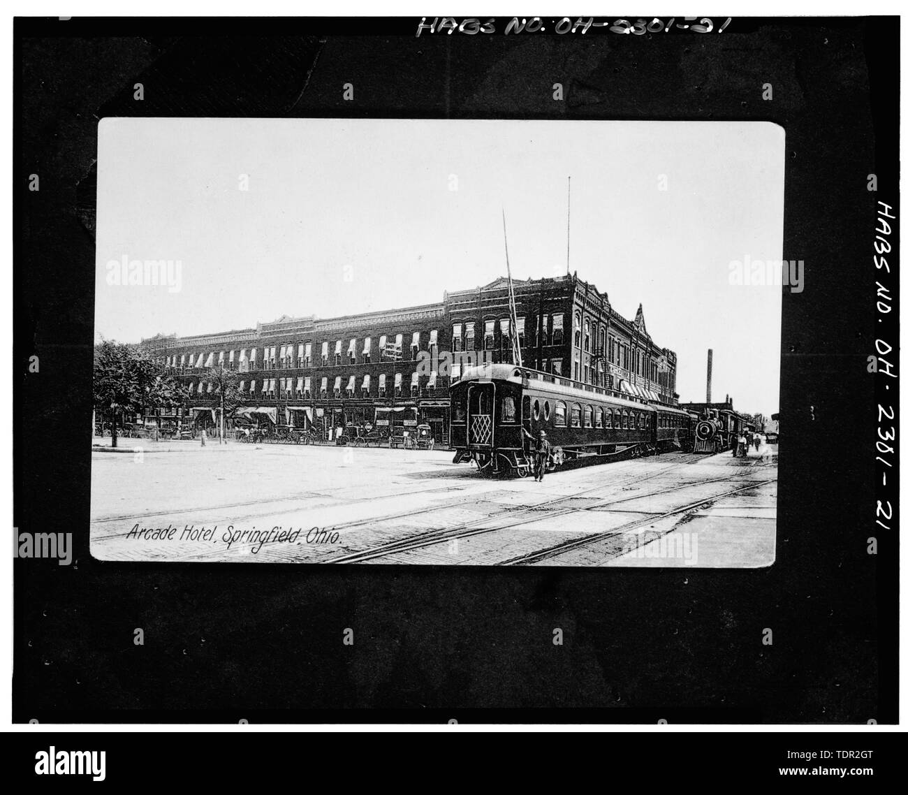 Photograph of postcard (from the Clark County Historical Society, Springfield, Ohio, no date) ARCADE HOTEL, VIEW NORTHEAST, WEST AND SOUTH FACADES. - Arcade Hotel, Fountain Avenue, bounded by High and Washington Streets, Springfield, Clark County, OH Stock Photo