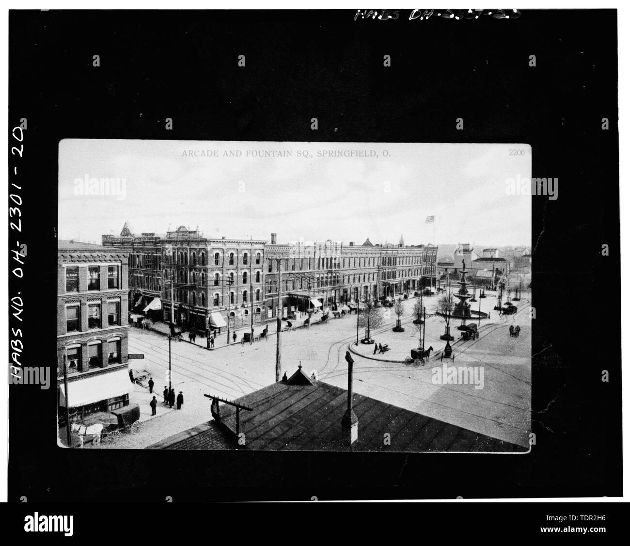 Photograph of postcard (from the Clark County Historical Society, Springfield, Ohio, no date), ARCADE AND FOUNTAIN SQUARE, VIEW SOUTHEAST, WEST AND NORTH FACADES. - Arcade Hotel, Fountain Avenue, bounded by High and Washington Streets, Springfield, Clark County, OH - Stock Image